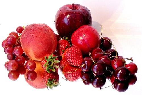 1.763 Enlever une tache de fruits rouges sur des tissus foncés