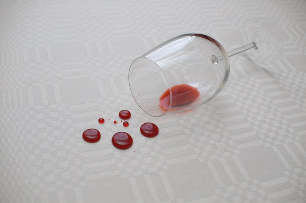 1.776 Enlever une tache de vin; rouge, rosé ou blanc sur des tissus