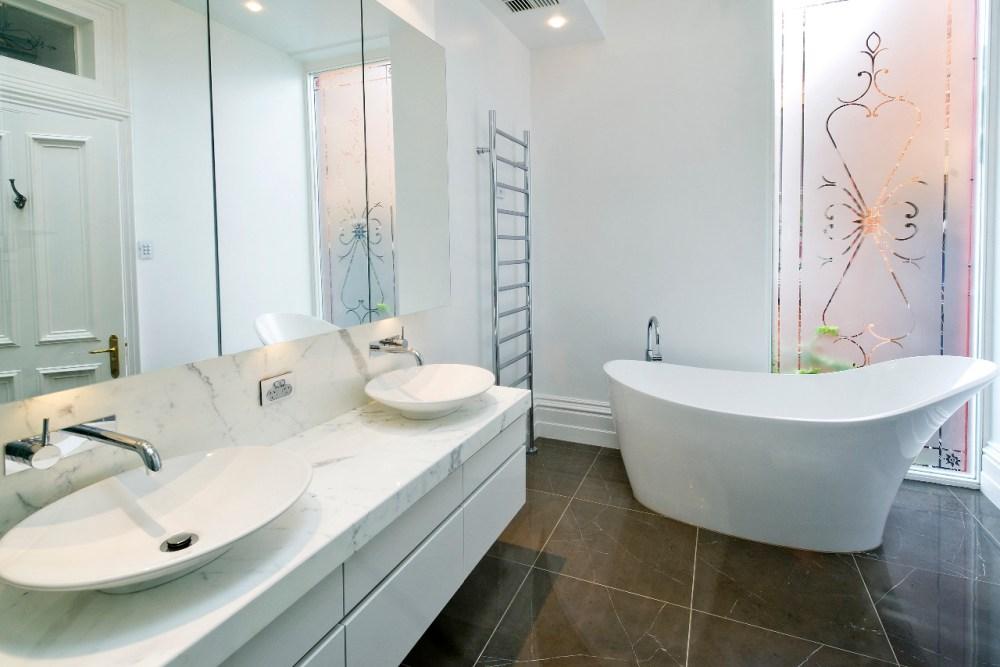 1.815 Détacher votre lavabo ou baignoire.jpg
