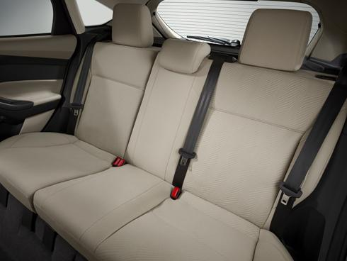 1.1223 Nettoyer un siège de voiture.jpg