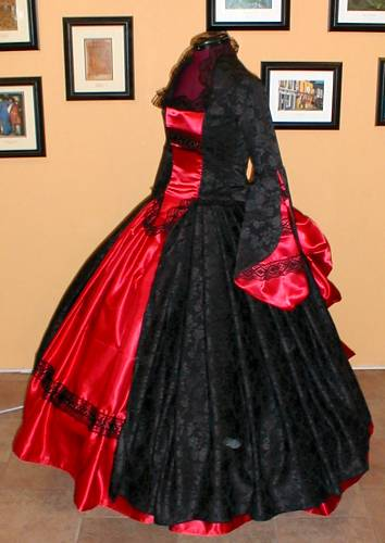 https://i1.wp.com/bios.weddingbee.com/pics/186875/victorian_wedding_dress.jpg