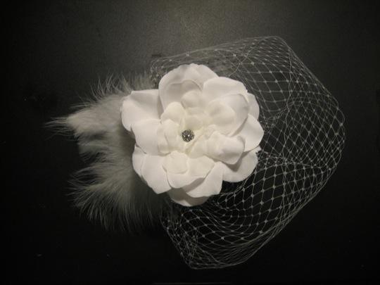 DIY birdcage veil & hair fascinator :  wedding diy birdcage hair fascinator flower tutorial  2