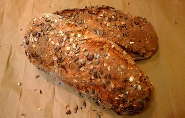 Pane maiorca integrale e fiocchi ai sei cereali, semi di lino e chia