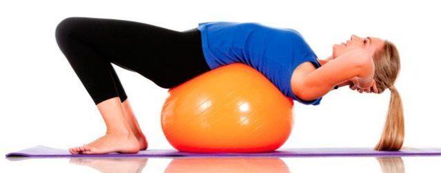 abdomen-sentado-exercícios-com-bola
