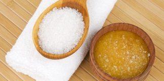 Esfoliação caseira com mel e açúcar