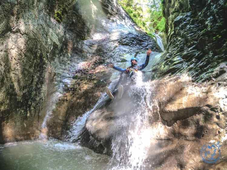 Le canyoning en famille ou entre amis à proximité de Die. Le Rio sourd est le plus beau parcours de canyoning de la Drôme.