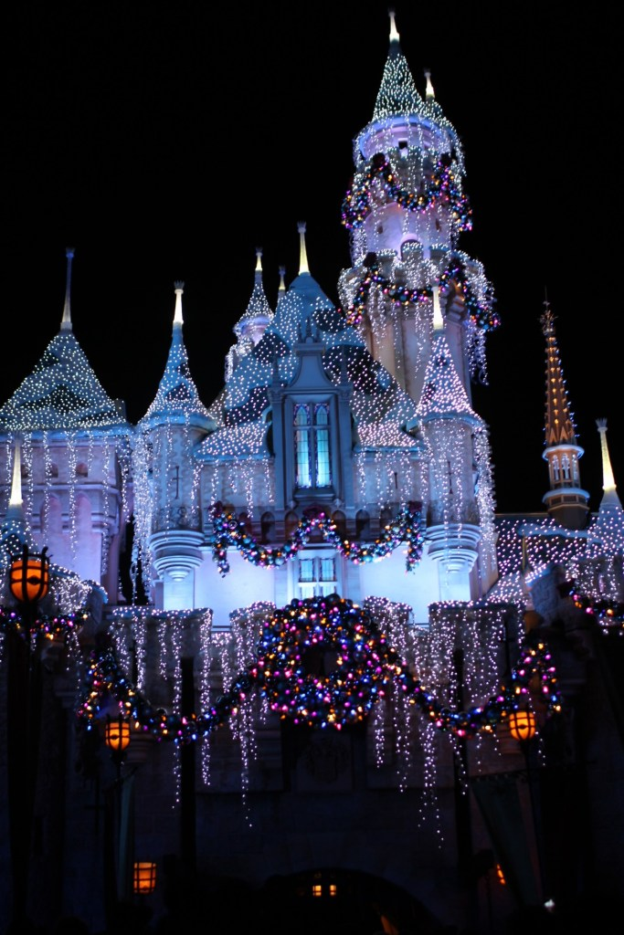 christmas-at-disneyland