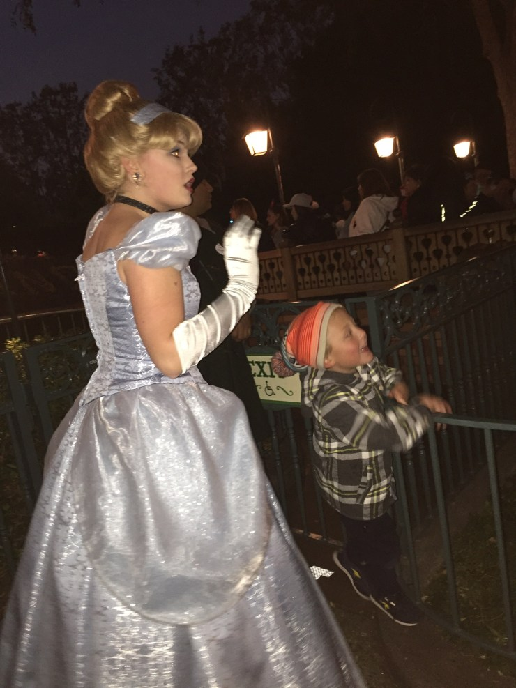 hide-and-go-seek-w-cinderella-disneyland-2016-birdalamode-com