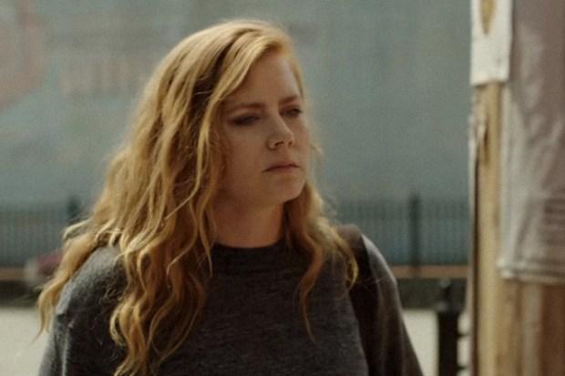 HBO представил трейлер нового сериала «Острые предметы» по бестселлеру Гиллиан Флинн