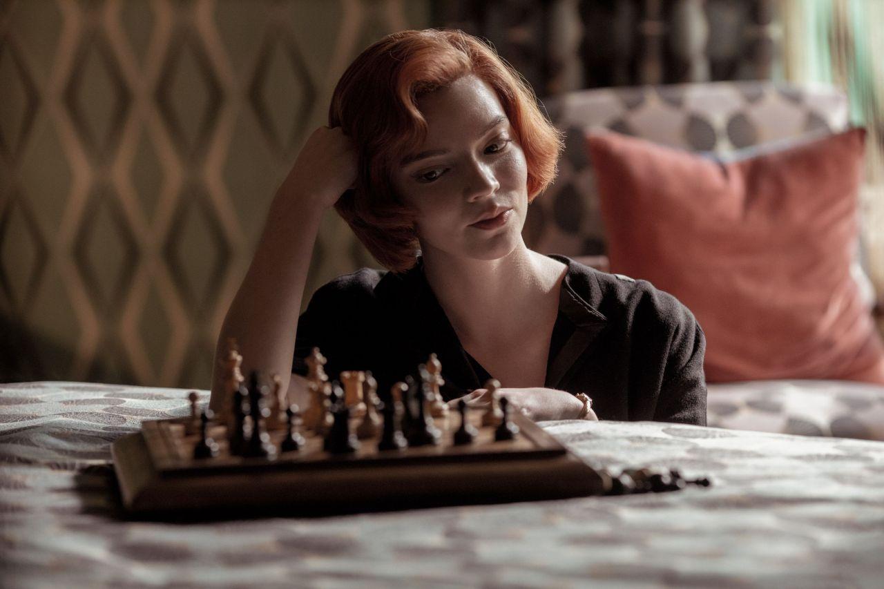 la-regina-degli-scacchi-serie