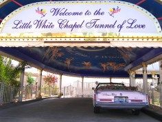 Little_white_chapel_drive_thru_2007
