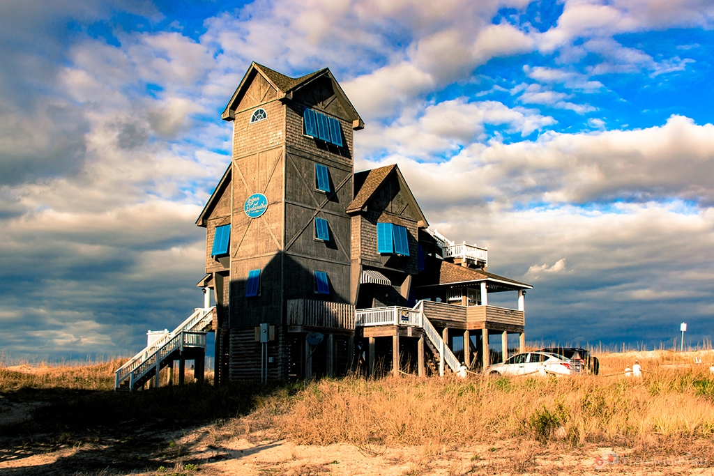 Spectacular Woodhouse in Hatteras