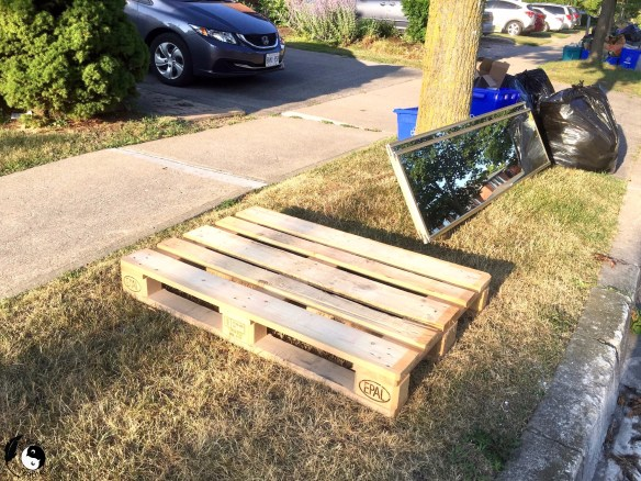 Pallet on garbage day used to make Wooden Wall Art DIY