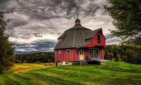 round-barn-3994145_1920