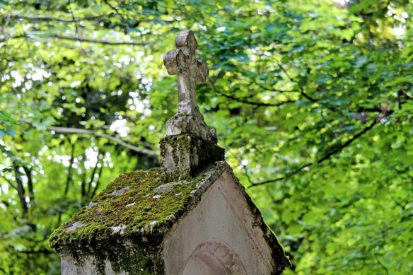 cemetery-4280131_1280-1024x682