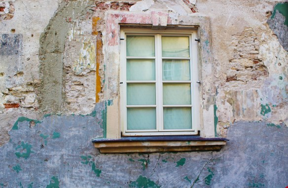 window-4460013_1920