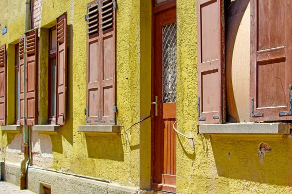 facade-4263092_1280