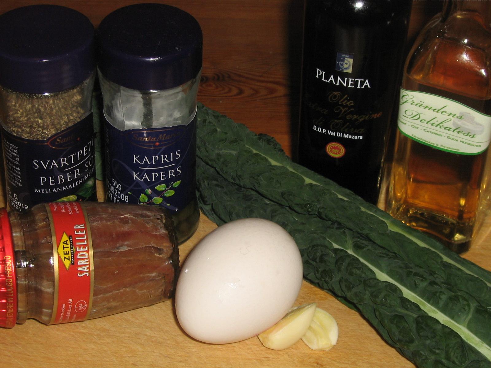 Svartkål med Sardeller, Kapris och Ägg