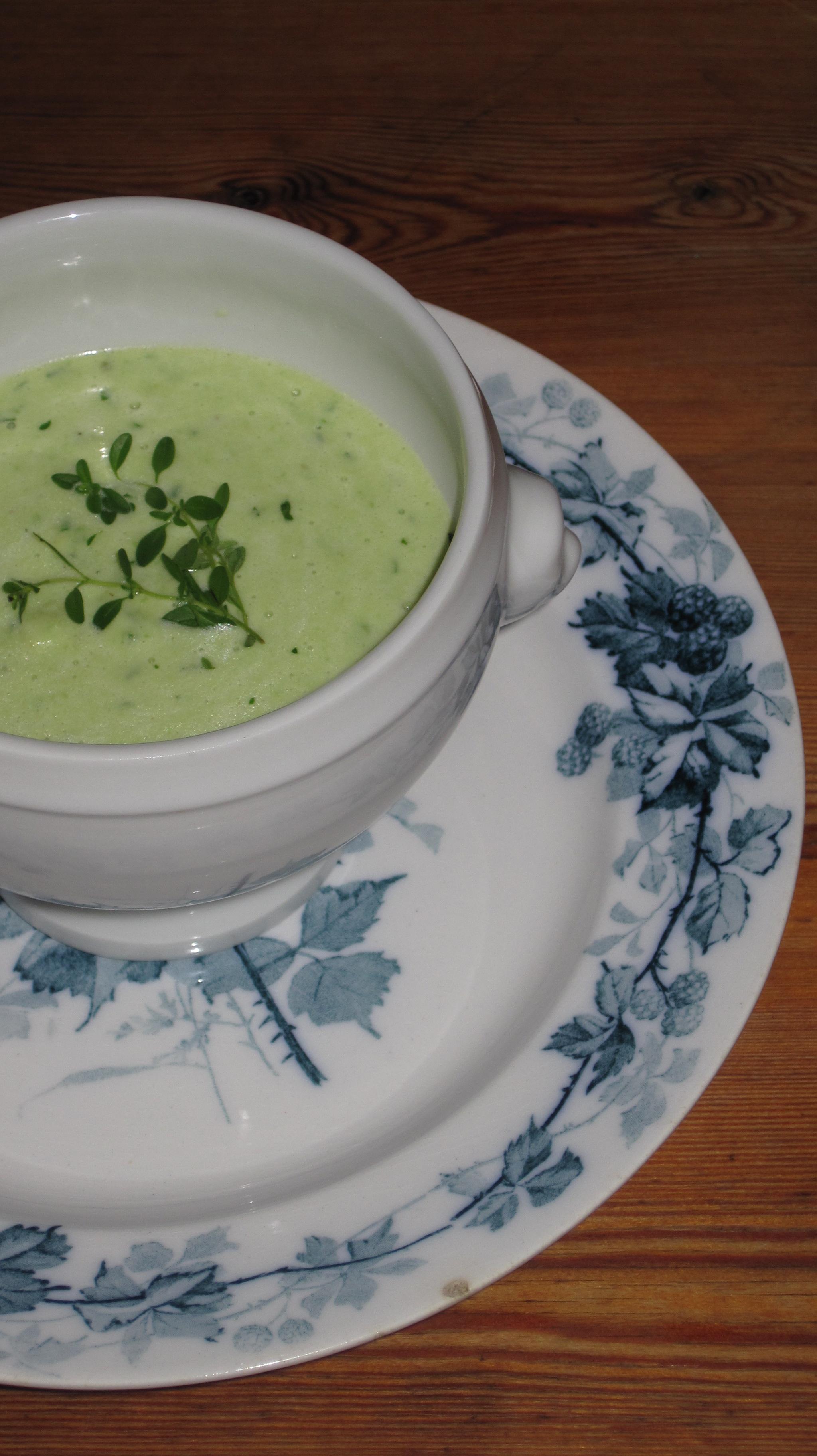Krämig Soppa med Avocado och Örter