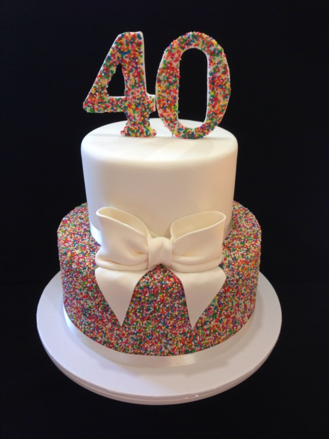 40Th Birthday Cakes 40th Birthday Cake 100s 1000s Love This Look Hundreds And