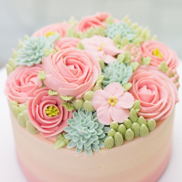 Birthday Cake Flowers So Pretty Buttercream Flowers So Delicate On A Cake Learn How To