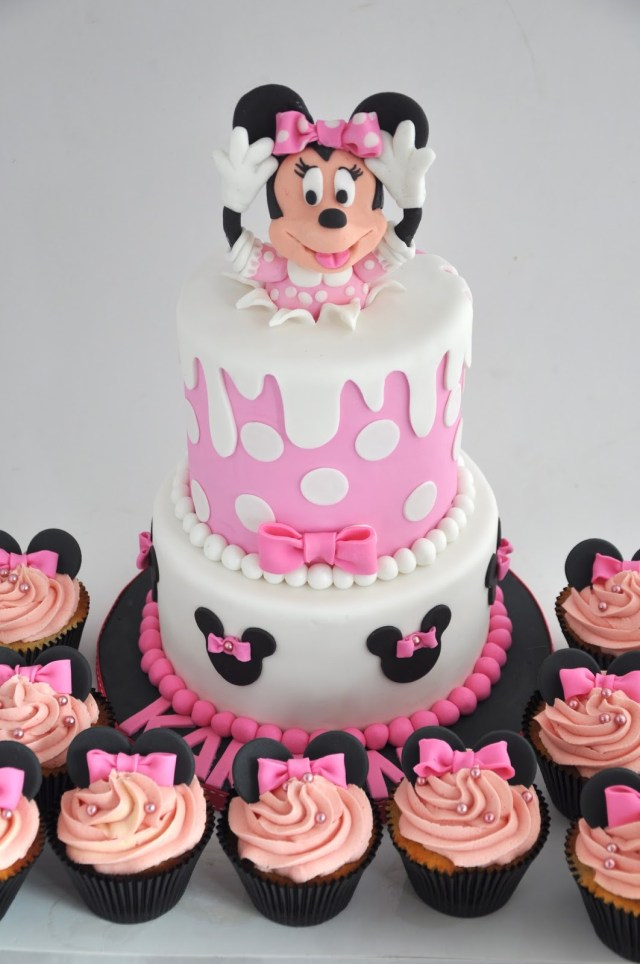 Minnie Mouse Birthday Cakes Rozannes Cakes Minnie Mouse Birthday Cake And Cupcakes