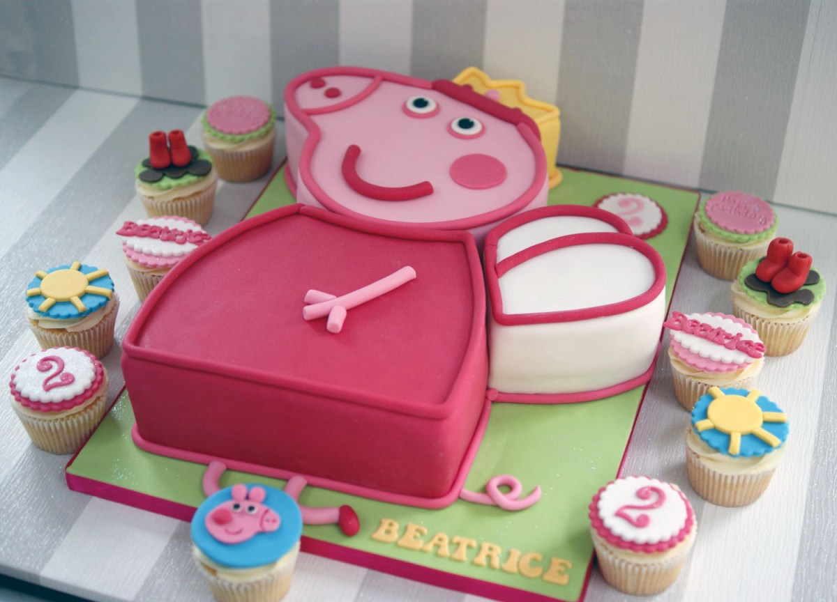 Pleasing Pig Birthday Cake Peppa Pig 2Nd Birthday Cake With Cupcakes Funny Birthday Cards Online Overcheapnameinfo