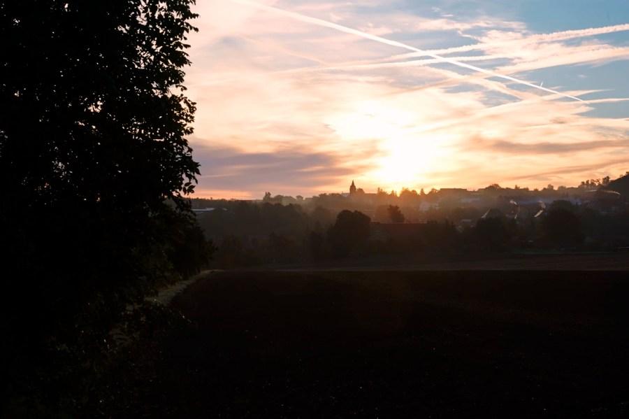 Bild: Unterharz - Sonnenaufgang über Bräunrode. NIKON D700 und AF-S NIKKOR 24-120 mm 1:4G ED VR. ISO 200 ¦ f/11 ¦ 24 mm ¦ 1/20 s ¦ kein Blitz. Klicken Sie auf das Bild um es zu vergrößern.