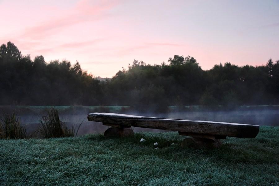 Bild: Morgenstimmung am Königeröder Teich. NIKON D700 und AF-S NIKKOR 24-120 mm 1:4G ED VR. ISO 1600 ¦ f/7,1 ¦ 44 mm ¦ 1/20 s ¦ kein Blitz. Klicken Sie auf das Bild um es zu vergrößern.