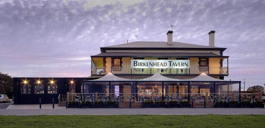 bars-and-entertainment-at-the-birkenhead-hotel-1