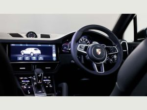 Porsche Cayenne Chauffeurs Hire London Prestige Sports Car in UK