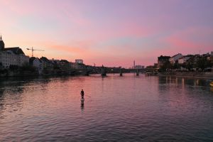 Stand Up Paddle in Basel Sonnenuntergang