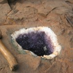 Amethyst_geode_in_its_parent_rock