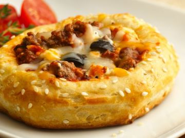 Cheesy Cheeseburger Pizza