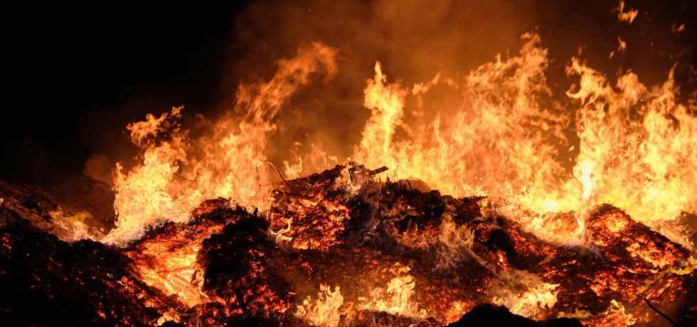 firewood hot smoke campfire