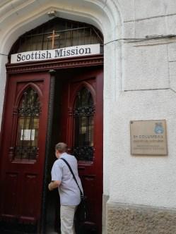 Der Eingang zur Schottischen Mission in Budapest.