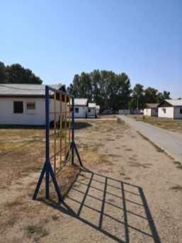 Probisorischer Spielplatz auf dem Gelände der Unterkunft