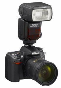 Nikon-Speedlight-SB-910-DSLR-Flash-on-camera