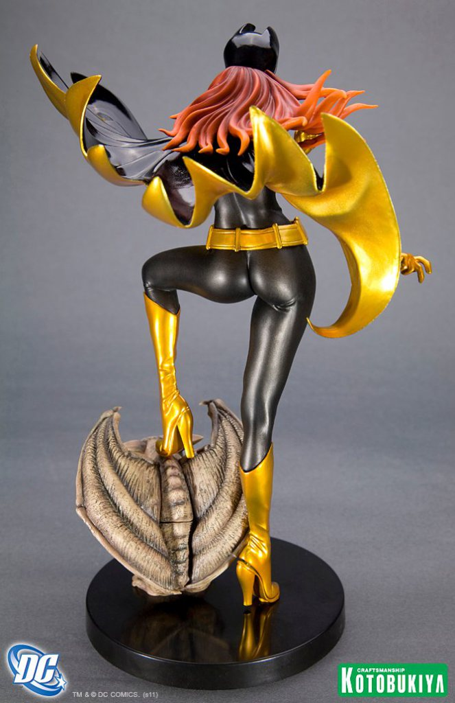 dc-comics-batgirl-black-costume-bishoujo-statue-3