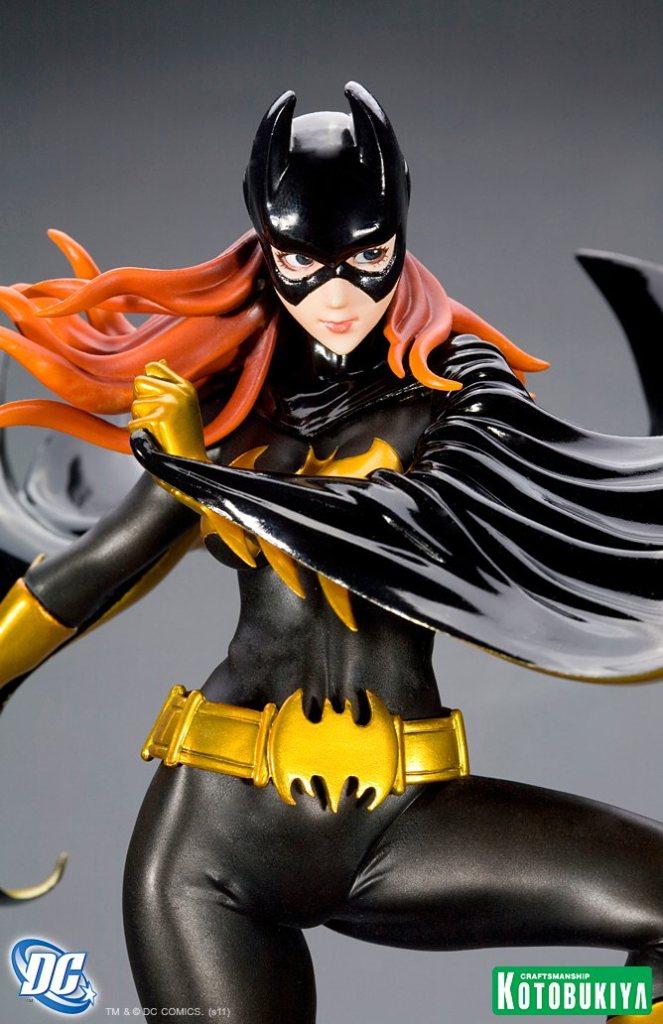 dc-comics-batgirl-black-costume-bishoujo-statue-5
