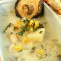 צ'אודר - מרק תירס ודגים קרמי בסיר לבישול איטי