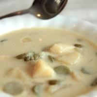 מרק חמוצים פולני בסיר לבישול איטי