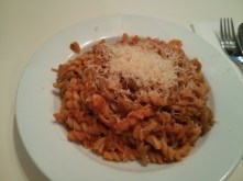 Pâtes au thon (pasta with tuna).