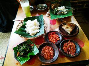 review waroeng spesial sambal ss solo punya menu yang pedas dan harga terjangkau