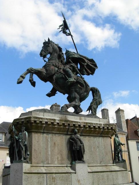 Guillaume le Conquérant (de dos) avec d'autres Ducs de Normandie.