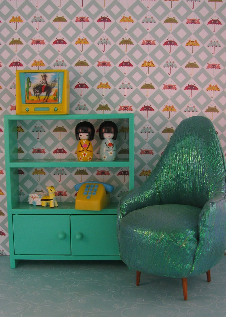 MINIATURE DOLLHOUSE FURNITURE IN MINIATURE DOLLHOUSE