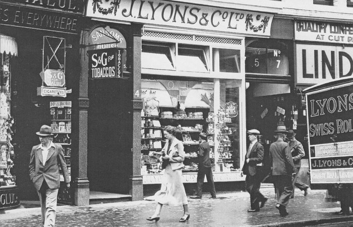 Lyons Cornerhouse, Britain in the 1920s and 30s