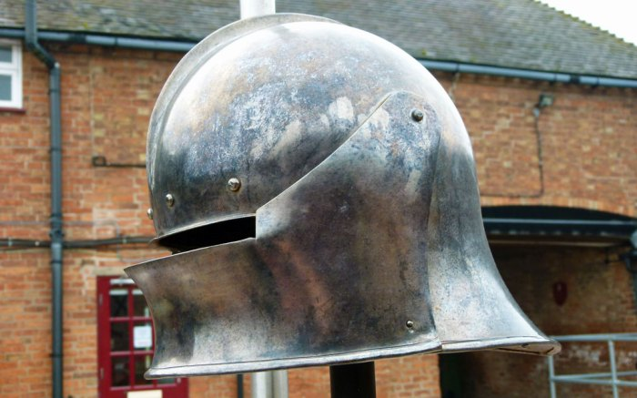 Replica 15th century helmet at Bosworth
