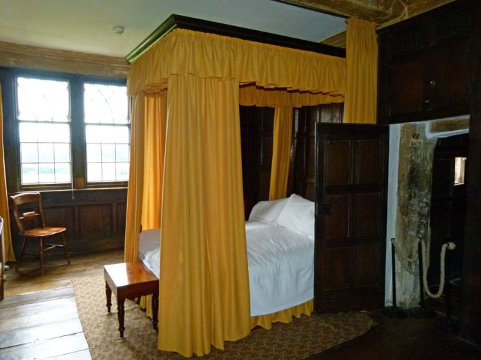 Bedroom at Boscobel House - the 2nd priest hole is on the right of the picture. It's next to the fireplace, under what would once have been a toilet.