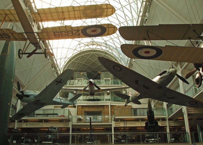 IWM London, old large exhibits hall.